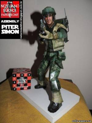 Модель повстанца из Звездных войн из бумаги/картона