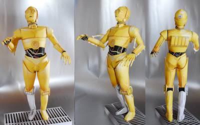 Модель протокольного дроида C3PO из бумаги/картона