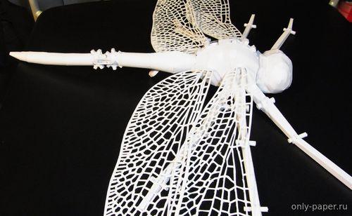 Модель стрекозы из бумаги/картона