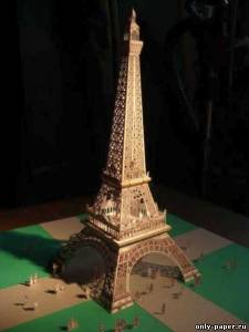 Модель Эйфелевой башни из бумаги/картона