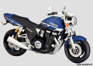 Модель мотоцикла Yamaha XJR1300 из бумаги/картона