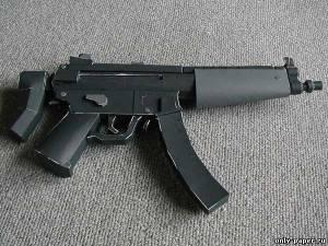 Бумажная модель пистолета-пулемета Heckler & Koch MP5A5